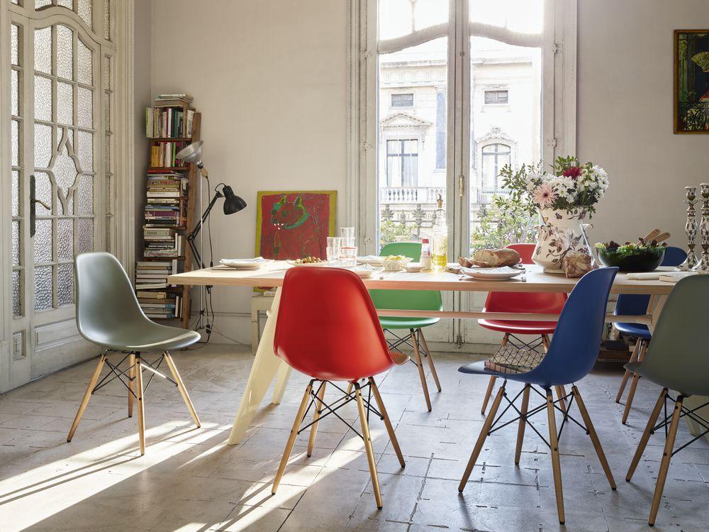 Пластиковые стулья в интерьере фото